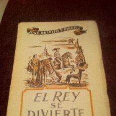 Libros antiguos: EL REY SE DIVIERTE. JOSÉ DELEITO Y PIÑUELA. PRECIOSA OBRA SOBRE LAS COSTUMBRES DE LA MONARQUÍA.. Lote 34821855