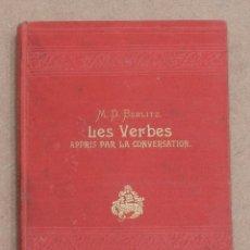 Libros antiguos: LES VERBES APRIS PAR LA CONVERSATION. M. D. BERLITZ. 1903.. Lote 221593663