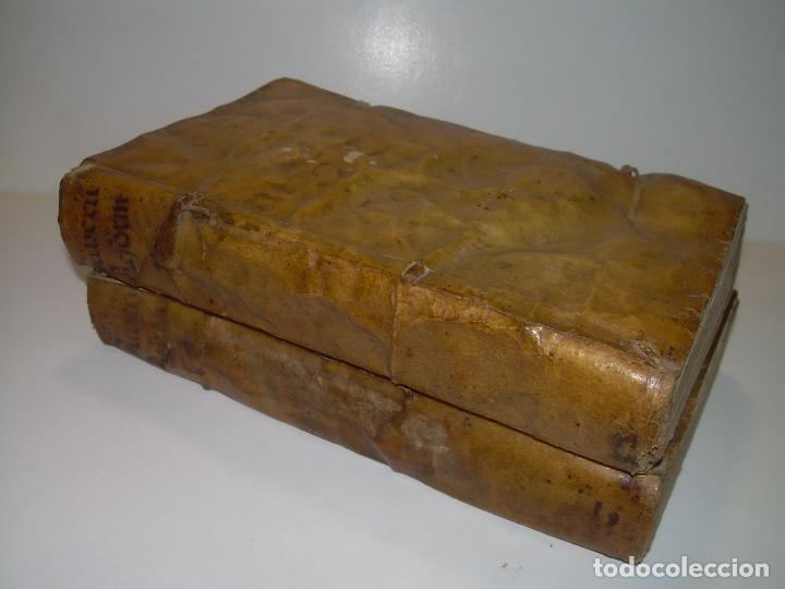 Libros antiguos: DOS TOMOS DE MEDICINA.... TAPAS DE PERGAMINO..AÑO. 1.712...PRAXIS MEDICA. - Foto 2 - 95412871
