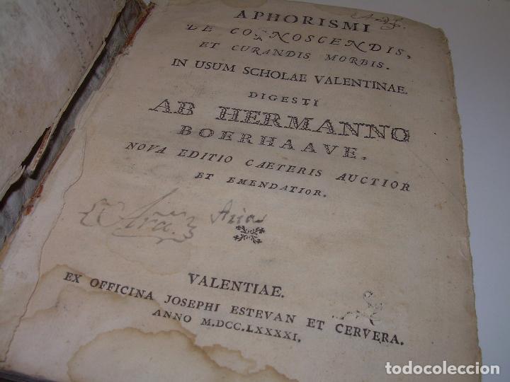 Libros antiguos: LIBRO TAPAS PERGAMINO....MEDICINA...APHORISIMI CURANDIS MORBIS...AÑO.1.791 - Foto 2 - 95415891