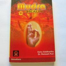 Libros antiguos: MUDRA HEALING. Lote 147134026