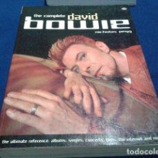 Libros antiguos: DAVID BOWIE ( THE COMPLETE DAVID BOWIE ) 2000 DE NICHOLAS PEGG 446 PAGINAS EN INGLES. Lote 111678139