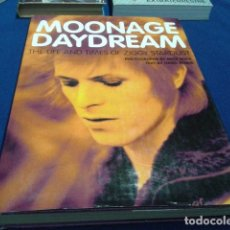 Libros antiguos: DAVID BOWIE ( MOONAGE DAYDREAM ) THE LIFE AND TIMES OF ZIGGY STARDUST PHOTOGRAPHS BY MICK ROCK. Lote 111680523
