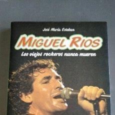 Libros antiguos: MIGUEL RIOS - LOS VIEJOS ROCKEROS NUNCA MUEREN - JOSÉ MARÍA ESTEBAN. Lote 174108643