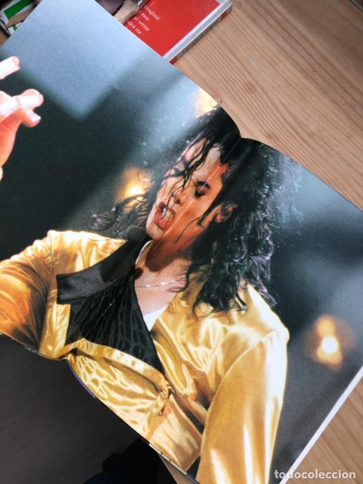 Libros antiguos: Revista Live and Dangerous Michael Jackson - Foto 4 - 176446212