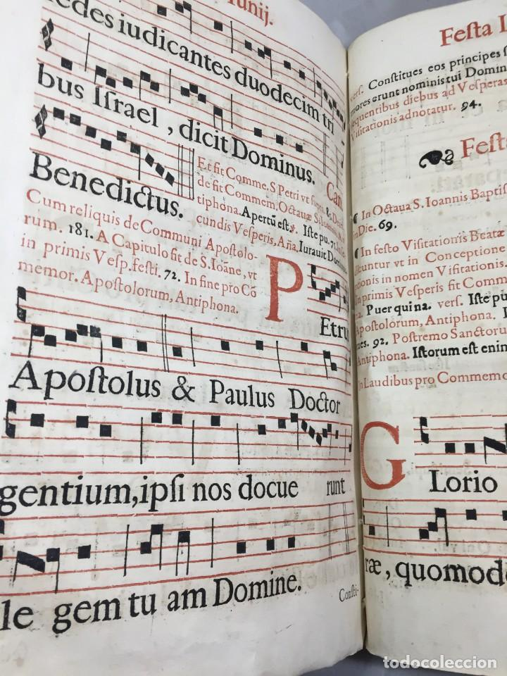 Libros antiguos: Antifonario español siglo XVI portadas madera y piel 1596 mas de 300 páginas daños de uso - Foto 18 - 210080728