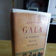 Livres anciens: EL PEDESTAL DE LAS ESTATUAS, ANTONIO GALA, TAPA DURA, PRECINTADA A ESTRENAR, CIRCULO DE LECTORES. Lote 83545468