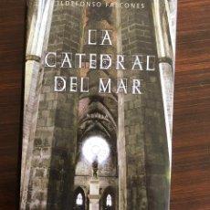 Libros antiguos: LA CATEDRAL DEL MAR. ILDEFONSO FALCONES. EDITORIAL GRIJALBO. 670 PÁGS. 24X16 CM. TAPA DURA.. Lote 154617350