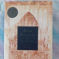 Libros antiguos: LOS PILARES DE LA TIERRA - KEN FOLLETT. Lote 257555260