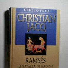 Libros antiguos: RAMSÉS. LA BATALLA DE KADESH. JACQ CHRISTIAN. 2001. Lote 101123963
