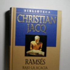 Libros antiguos: RAMSÉS BAJO LA ACACIA DE OCCIDENTE. JACQ CHRISTIAN. 2001. Lote 101124011