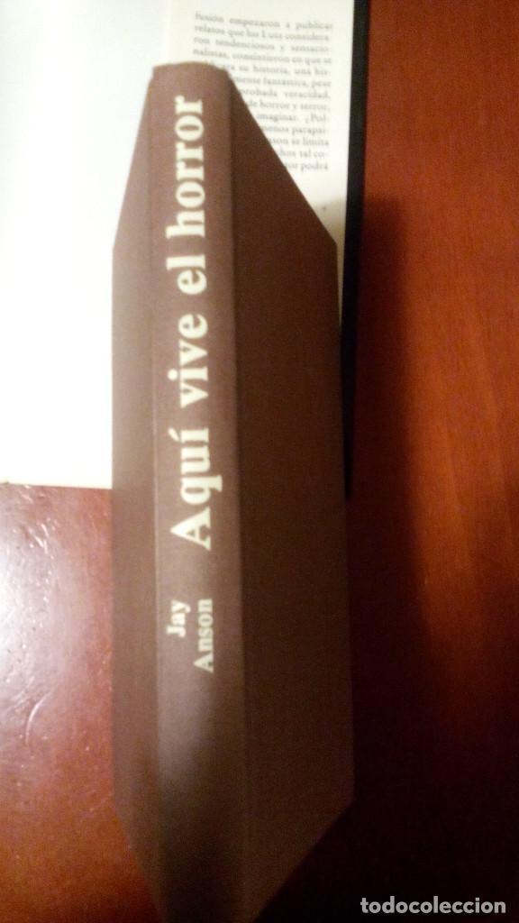 Libros antiguos: Aquí vive el horror, la casa maldita de Amityville (Jay Anson) - Foto 2 - 104545359