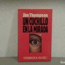 Libros antiguos: UN CUCHILLO EN LA MIRADA DE JIM THOMPSON COL. COSECHA ROJA Nº5 EDIT. B. Lote 113199499