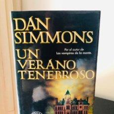 Libros antiguos: UN VERANO TENEBROSO- DAN SIMMONS (PRIMERA EDICIÓN). Lote 174312329