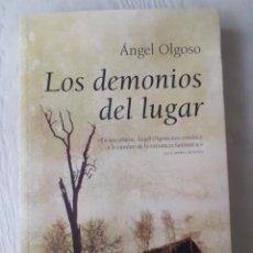 Libros antiguos: LOS DEMONIOS DEL LUGAR - ÁNGEL OLGOSO. Lote 258199795