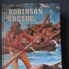 Libros antiguos: ROBINSON CRUSOE. DANIEL DEFOE. CLASICOS DE LA JUVENTUD. LIBRO ILUSTRADO. TAPA DURA.. Lote 52443843