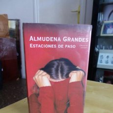 Libros antiguos: ESTACIONES DE PASO, ALMUDENA GRANDES,TAPA DURA,CIRCULO DE LECTORES,2005, A ESTRENAR ESTA PRECINTADA. Lote 87052500