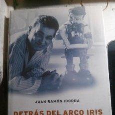 Libros antiguos: DETRÁS DEL ARCO IRIS EN BUSCA DE TERENCI MOIX, JUAN RAMON IBORRA, EDITORIAL PLANETA.. Lote 148160146