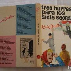 Libros antiguos: TRES HURRAS PARA LOS 7 SECRETOS Nº 8 DE ENID BLYTON. Lote 195479391