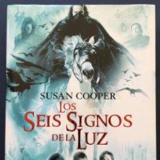 Libros antiguos: SUSAN COOPER LOS SEIS SIGNOS DE LA LUZ 1ª EDICIÓN 2007 TAPA DURA DESTINO. Lote 214070637