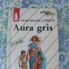 Libros antiguos: LIBRO AURA GRIS, PILAR MOLINA LLORENTE, ALTAMAR BRUÑO. Lote 293968753