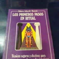 Libros antiguos: LOS PRIMEROS PASOS EN RITUAL DOLORES ASHCROF MOWICKI. Lote 243618960