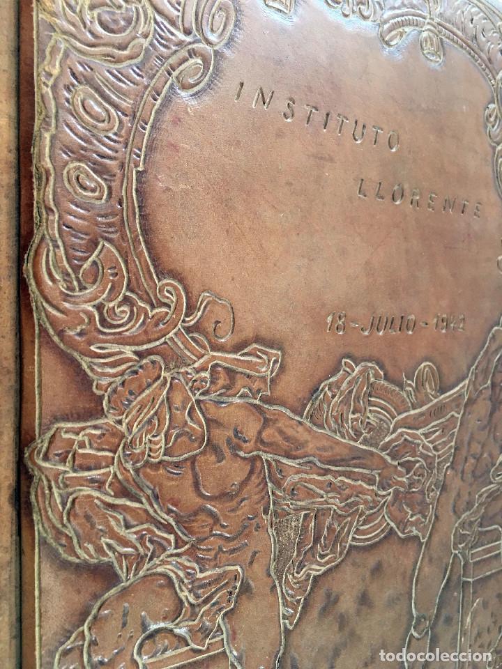 Libros antiguos: ANUARIO INSTITUTO LLORENTE. ARTE ORIGINAL 1942 CIENCIAS JACINTO MEGIAS CUERO POLICROMIA CANTO DORADO - Foto 17 - 81962932