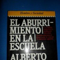 Libros antiguos: EL ABURRIMIENTO EN LA ESCUELA, ALBERTO MONCADA, ED. PLAZA Y JANÉS. Lote 183817190