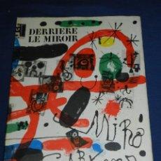 Libros antiguos: (M) JOAN MIRO - LES PEINTURES SUR CARTON DE MIRO POR JACQUES DUPIN , DERRIERE LE MIROIR. Lote 107023303