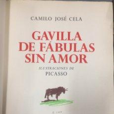 Libros antiguos: GAVILLA DE FÁBULAS SIN AMOR, CAMILO JOSÉ CELA, 1962, PICASSO, EJEMPLAR DE ARPILLERA FIRMADO. 36X26CM. Lote 236104895