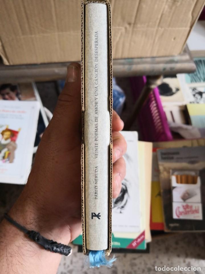 Libros antiguos: PABLO NERUDA. VEINTE POEMAS DE AMOR Y UNA CANCIÓN DESESPERADA - EDITORIAL ALIANZA. TAPA DURA EN TEL - Foto 3 - 153347158