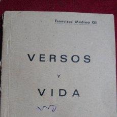 Libros antiguos: LIBRITO DE POESIA - VERSOS Y VIDA - FRANCISCO MEDINA GIL. Lote 199152287