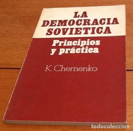 LA DEMOCRACIA SOVIETICA. PRINCIPIOS Y PRACTICA. K. CHERNENKO (Libros Antiguos, Raros y Curiosos - Pensamiento - Política)