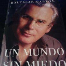 Libros antiguos: UN MUNDO SIN MIEDO BALTASAR GARZON. Lote 139899518