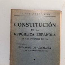 Libros antiguos: CONSTITUCION DE LA REPUBLICA ESPAÑOLA 1931 MAS ESTAUTO DE CATALUÑA 1932, LIBREIA CASTELLS 1933.. Lote 275725378