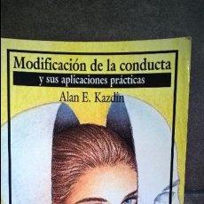 Libros antiguos: MODIFICACION DE LA CONDUCTA Y SUS APLICACIONES PRACTICAS. ALAN E. KAZDIN. MANUAL MODERNO 1994.. Lote 127992867
