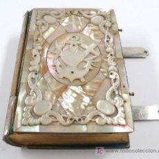Libros antiguos: MISAL EN NÁCAR, TAPA ROTA, . 12 X 8,5 CM. . Lote 23812331