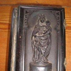Libros antiguos: MISA ANTIGUO DE PASTA TALLADA UNA VIRGEN CON EL NIÑO. Lote 23040205