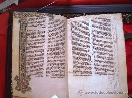 Libros antiguos: Biblia de San Vicente Ferrer, c. 1275, con urna de cristal. Facsímil. Scriptorium - Foto 3 - 26295281