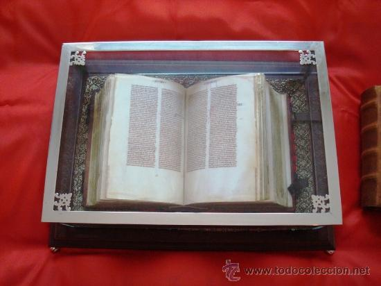 Libros antiguos: Biblia de San Vicente Ferrer, c. 1275, con urna de cristal. Facsímil. Scriptorium - Foto 6 - 26295281