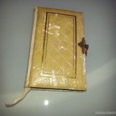 Libros antiguos: ANTIGUO DEVOCIONARIO TAPAS DE NACAR TESORO DIVINO MISA POR J.A DE LAVALLE EDITORIAL VALLES AÑO 1927. Lote 55918045