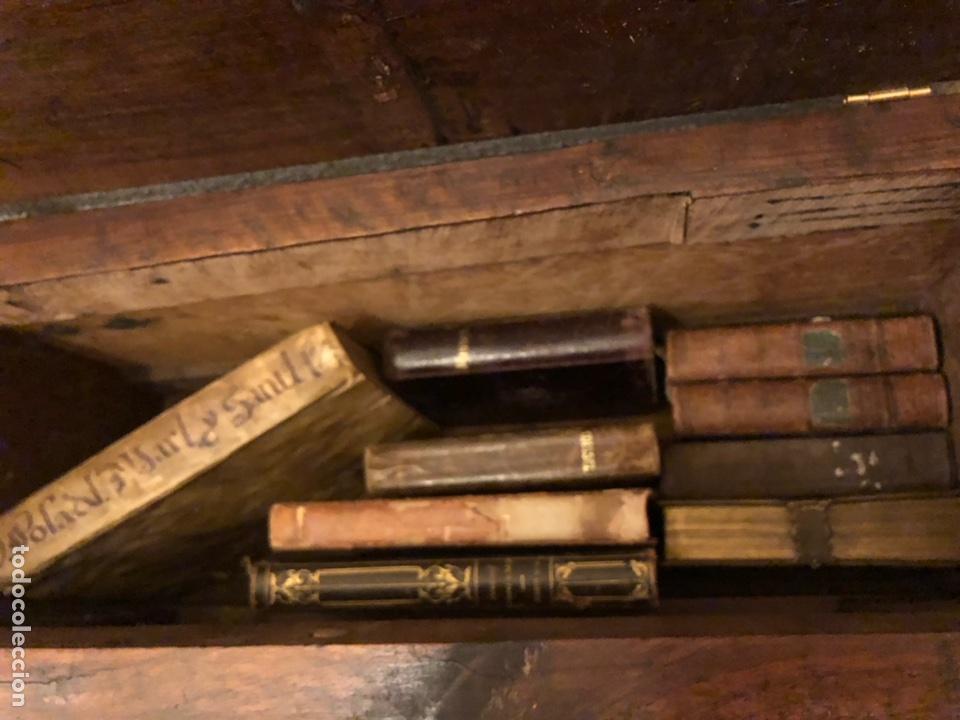 ARCA CON LIBROS ANTIGUOS (UNO DE CASI TRES SIGLOS EN PERGAMINO). (Libros Antiguos, Raros y Curiosos - Religión)