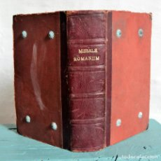 Libros antiguos: MISSALE ROMANUM * 1921 * CON ADORNOS METALICOS * TEXTO A DOS TINTAS * 23CM X 15CM. Lote 119137427