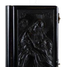 Libros antiguos: LA MUJER CATÓLICA. MISAL TAPA EN GUTAPERCHA CON RELIEVE DEL SEÑOR CON NIÑO. ED.LLORENS HERMANOS 1869. Lote 119340867