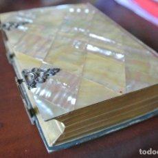 Libros antiguos: DEVOCIONARIO. LA LUZ DEL CIELO. CUBIERTAS DE NACAR. Lote 128636079