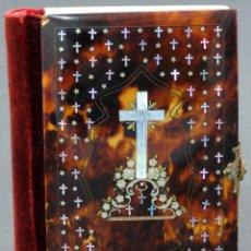 Libros antiguos: MISAL DEVOCIONARIO TAPA CON INCRUSTACIONES Y CRUZ EN NACAR LA MUJER CATÓLICA BARCELONA 1859. Lote 133189634