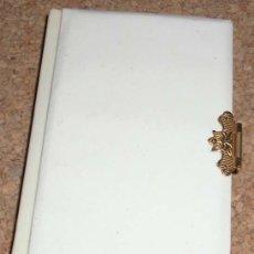Libros antiguos: LIBRITO DE COMUNION REGINA 1956, NACAR, MUY BONITO PORTADA ALGO GASTADA.--- LIQUIDACION. Lote 137125546