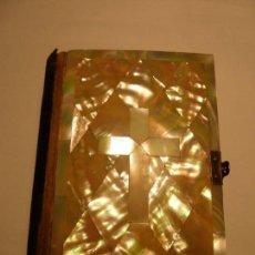 Libros antiguos: DEVOCIONARIO LA MUJER CATOLICA 1869. Lote 138872954