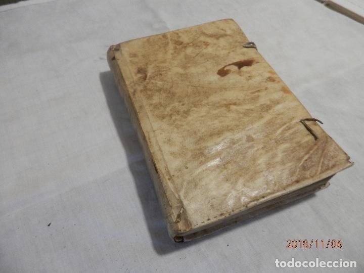 LIBRO EN PERGAMINO SIGLO XVIII (Libros Antiguos, Raros y Curiosos - Religión)