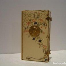 Libros antiguos: LA ESPOSA CRISTIANA - MISAL MODERNISTA 1900 - TAPAS DE PASTA CON MEDALLA VIRGEN - INTERIOR ILUMINADO. Lote 139366990